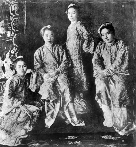 4 Daughters of Myanmar's King Thibaw